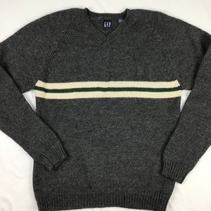 Men's 100% Wool V Neck Sweater. Size Large.